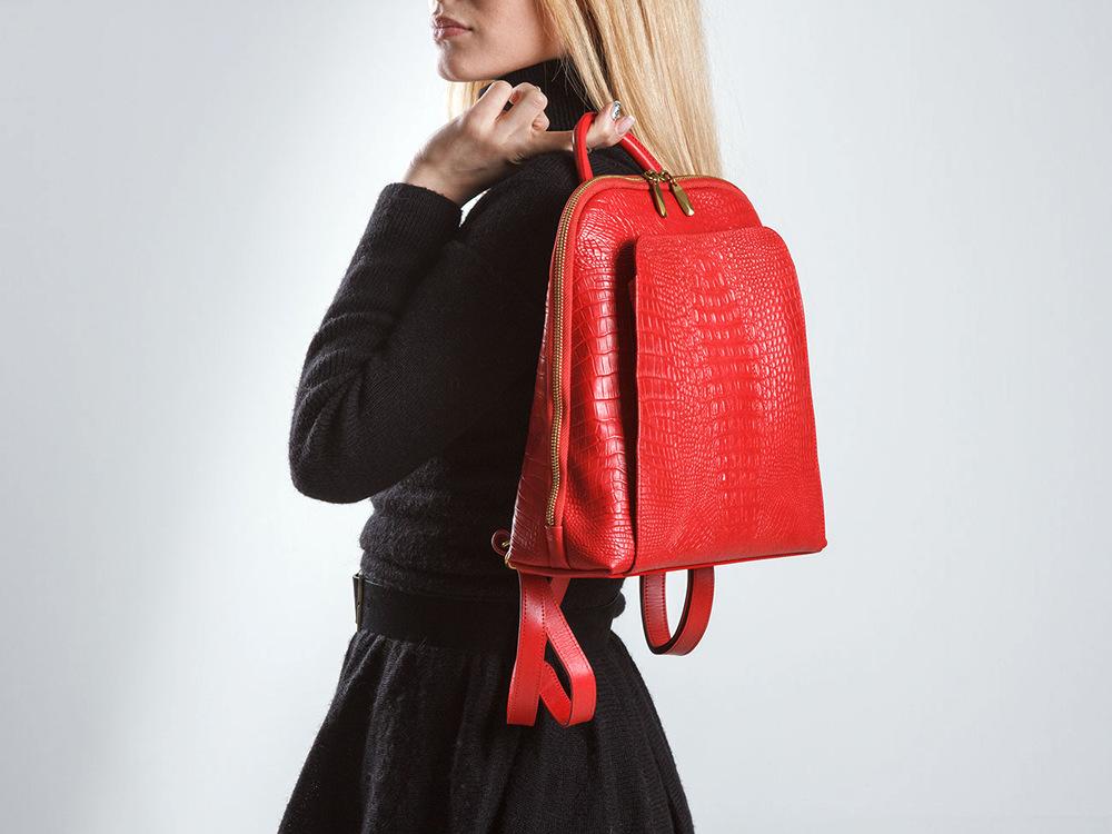 с чем носить красный рюкзак фото днями